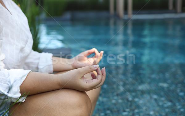 女性 座って 瞑想 位置 プール 白 ストックフォト © dashapetrenko