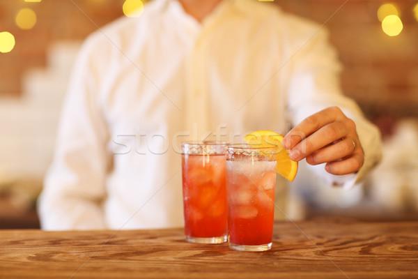 Barmen iki kokteyller ahşap bar Stok fotoğraf © dashapetrenko