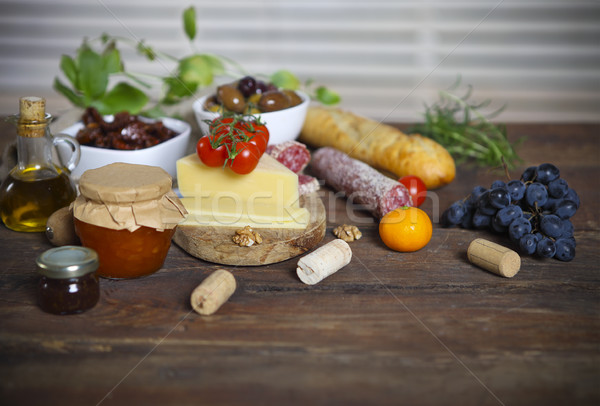 Nourriture italienne ingrédients bois table en bois fond table Photo stock © dashapetrenko