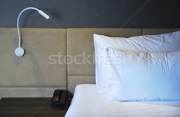 Cena noturna quarto de hotel lâmpada negócio Foto stock © dashapetrenko
