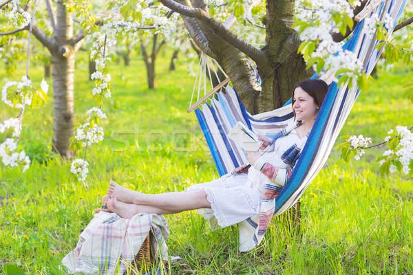 Schönen Hängematte Blüte Garten Sitzung Stock foto © dashapetrenko