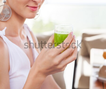Meisje drinken groene vers sap stro Stockfoto © dashapetrenko