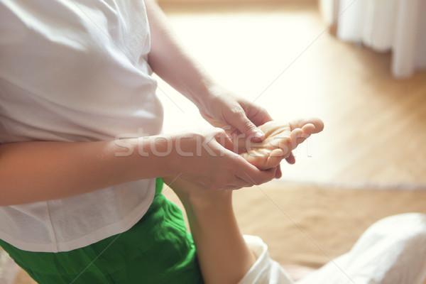 Jeune femme massage traitement santé centre femme Photo stock © dashapetrenko