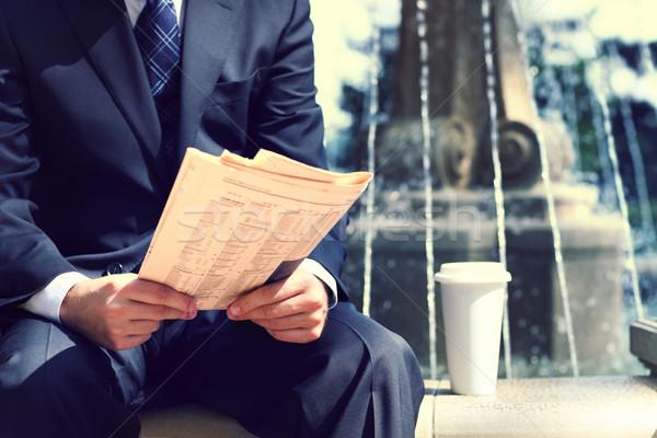 üzletember újság kávé szökőkút közelkép kezek Stock fotó © dashapetrenko