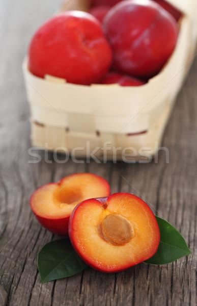 Vers Rood pruimen mand gezondheid vak Stockfoto © dashapetrenko