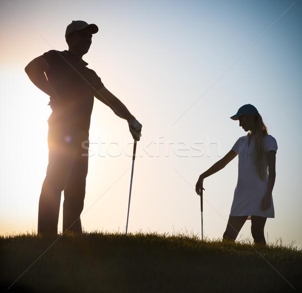 Mannelijke vrouwelijke zonsondergang spelen golf familie Stockfoto © dashapetrenko