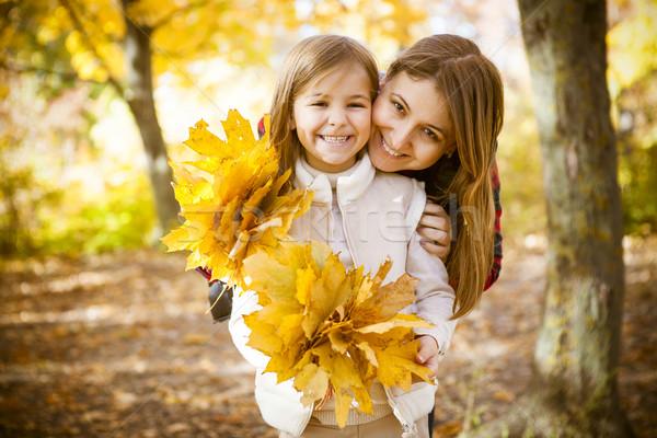 Сток-фото: счастливым · молодые · матери · дочь · осень · парка
