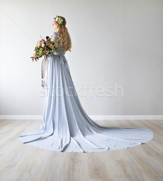 Printemps beauté portrait mariée couronne bouquet Photo stock © dashapetrenko