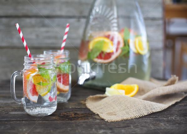 Due occhiali naturale fatto in casa limonata jar Foto d'archivio © dashapetrenko
