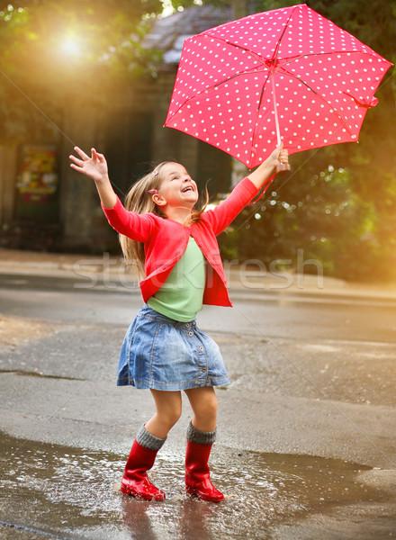 Foto d'archivio: Bambino · ombrello · indossare · rosso · pioggia