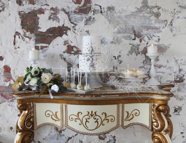 Stock fotó: Fehér · esküvői · torta · ezüst · dekoráció · esküvői · csokor · édes