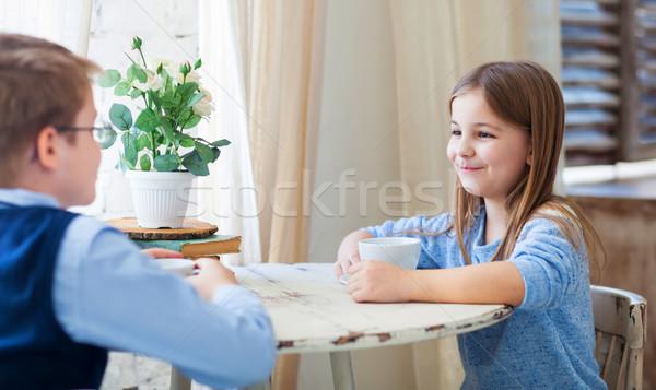 Garçon fille potable thé parler café Photo stock © dashapetrenko