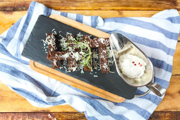 Casse-croûte sombre pain fromages ail table en bois Photo stock © dashapetrenko