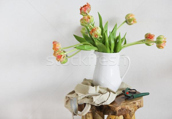 Tulipánok virágcsokor fehér váza fából készült rusztikus Stock fotó © dashapetrenko