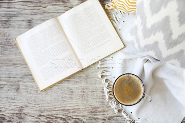 Csésze kávé könyv fa asztal jóreggelt fa Stock fotó © dashapetrenko