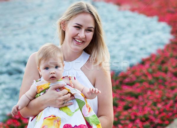 Retrato madre bebé disfrutar verano día Foto stock © dashapetrenko