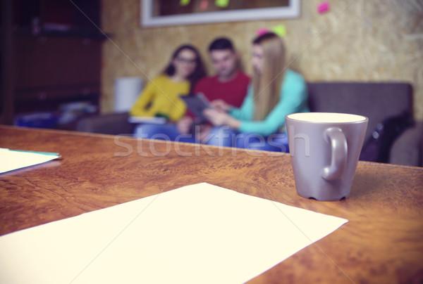 équipe commerciale mains travaux financière rapports comprimé Photo stock © dashapetrenko