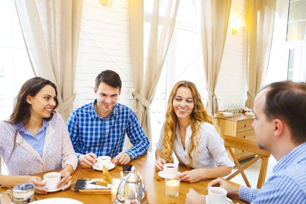 Foto stock: Grupo · cuatro · feliz · amigos · reunión · hablar