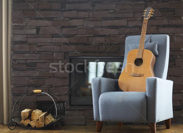 Confortável sala de estar guitarra poltrona casa fundo Foto stock © dashapetrenko