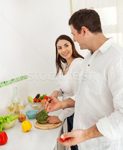 Retrato feliz Pareja cocina vino Foto stock © dashapetrenko
