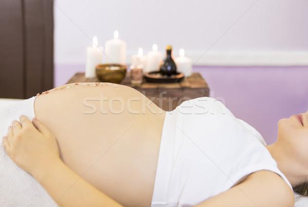 Jóvenes mujer embarazada masaje tratamiento spa salón Foto stock © dashapetrenko