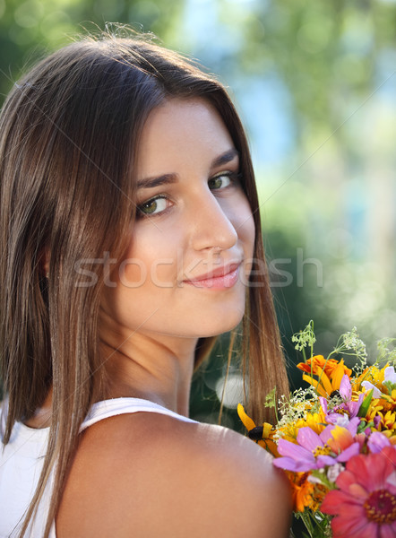 Piękna młoda dziewczyna lata parku kwiaty kwiat Zdjęcia stock © dashapetrenko