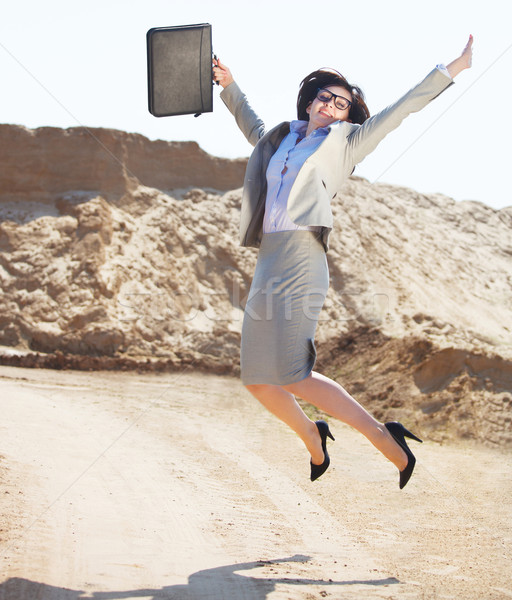 Boldog üzletasszony ugrik levegő sivatag mosoly Stock fotó © dashapetrenko