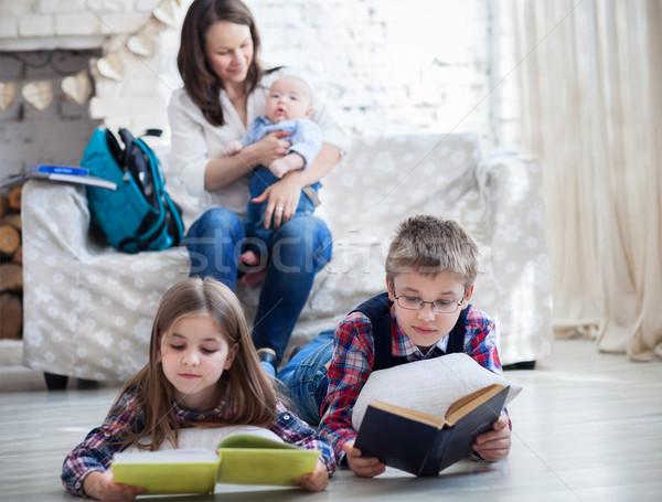Gyerekek könyvek nappali fiú lánygyermek anya Stock fotó © dashapetrenko
