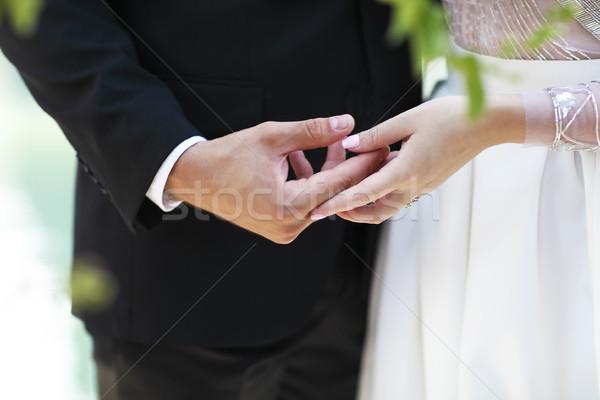 Esküvői ceremónia vőlegény menyasszony kéz a kézben együtt nő Stock fotó © dashapetrenko