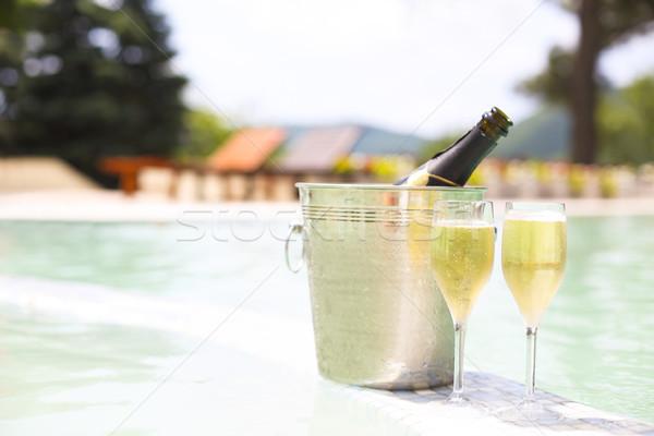 ストックフォト: シャンパン · 眼鏡 · ボトル · 氷 · バケット · スイミングプール