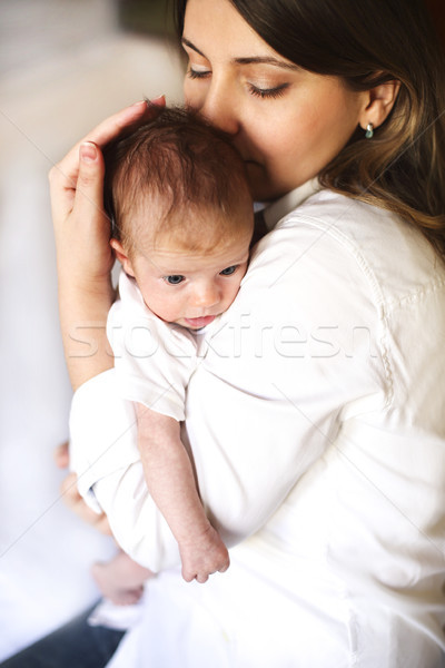 Fiatal anya tart újszülött gyermek anya Stock fotó © dashapetrenko