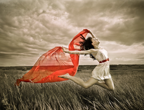 Morena menina vermelho tecido verão dia Foto stock © dashapetrenko