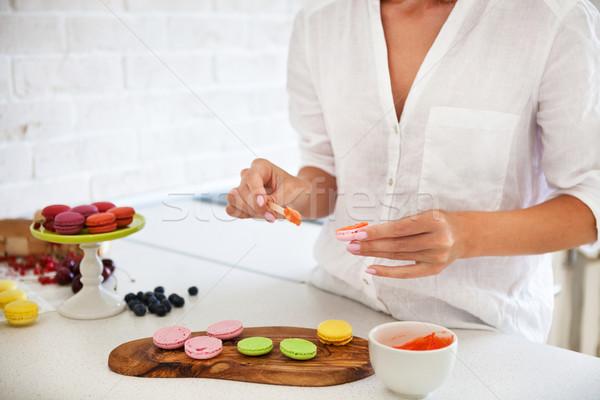 женщину приготовления домашний macarons кухне конфеты Сток-фото © dashapetrenko