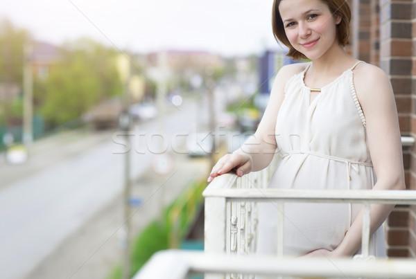 Belo mulher grávida varanda feliz corpo casa Foto stock © dashapetrenko