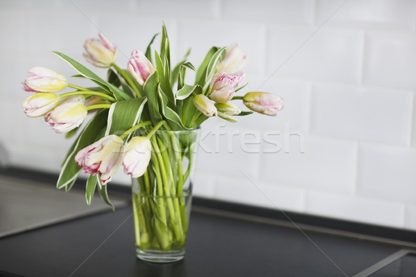 Rosa Tulpen Bouquet Glas Vase Küche Stock foto © dashapetrenko