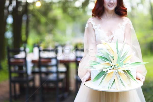 Gyönyörű esküvői torta virág kezek menyasszony kint Stock fotó © dashapetrenko