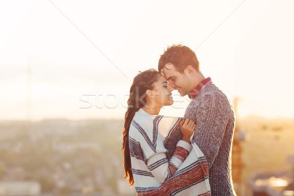 Jeune homme femme amour extérieur toit Photo stock © dashapetrenko