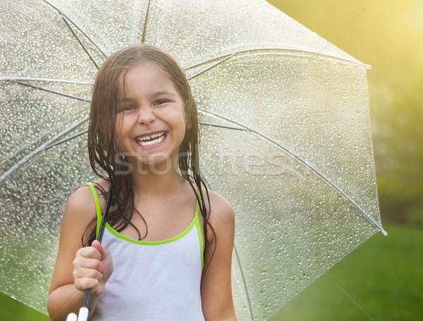 Meisje paraplu regenachtig dag weinig cute Stockfoto © dashapetrenko