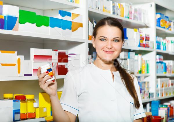 Portret apotheker drogist vrouwelijke vrouw medische Stockfoto © dashapetrenko
