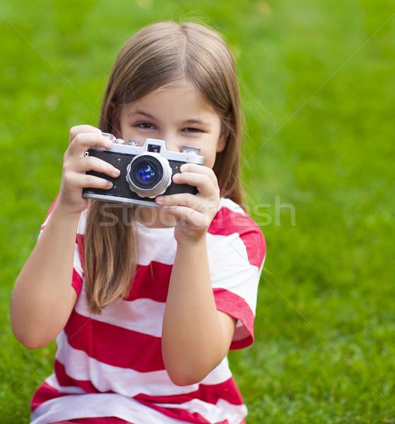 Stock fotó: Portré · csinos · kislány · mosolyog · tart · retro