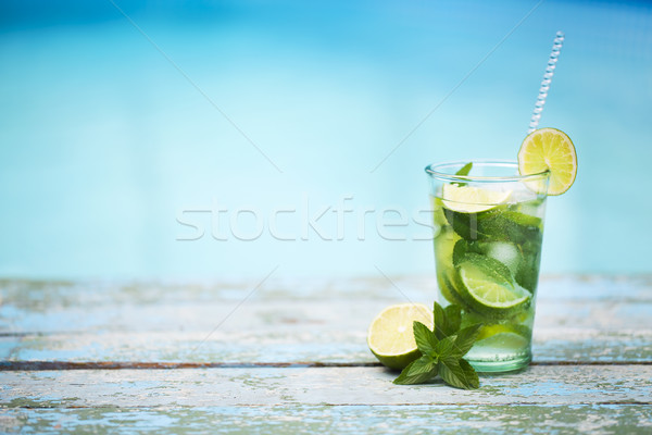 Cocktail bril zwembad strand kant mojito Stockfoto © dashapetrenko