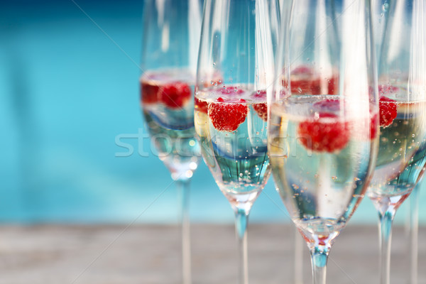 Champanhe óculos framboesa verão piscina festa Foto stock © dashapetrenko