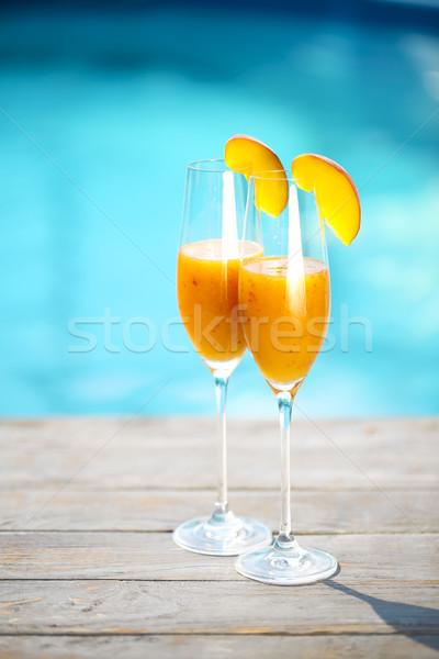 Champán gafas melocotón cóctel verano piscina Foto stock © dashapetrenko