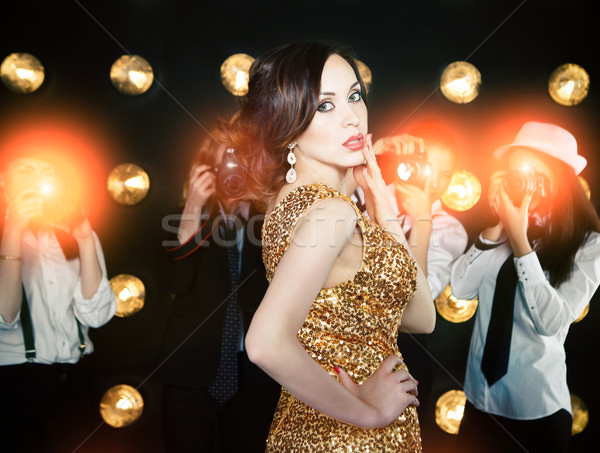 Superstar femme posant paparazzi or Photo stock © dashapetrenko