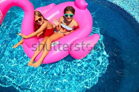 Jeunes femme enceinte gonflable matelas piscine vacances d'été Photo stock © dashapetrenko