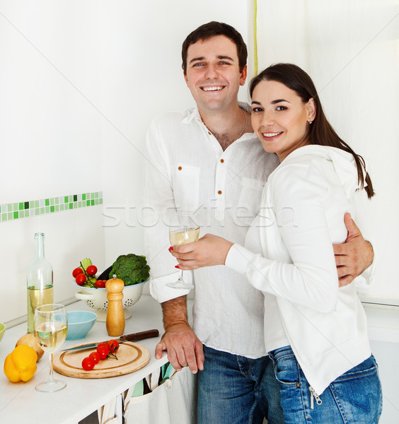 Portrait heureux couple potable vin blanc Photo stock © dashapetrenko
