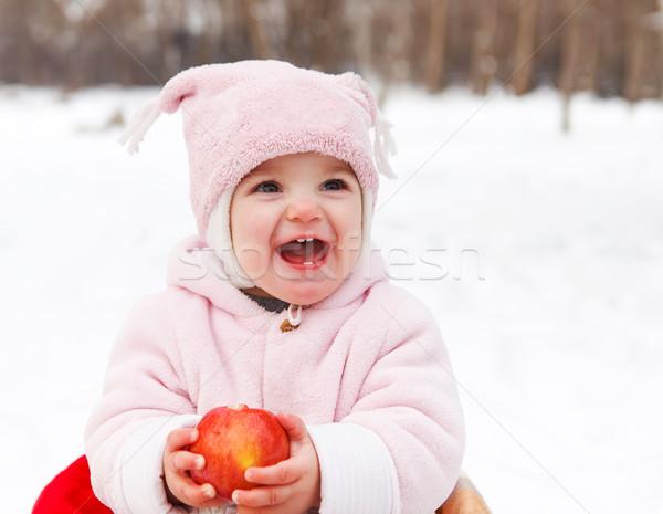 Heureux bébé pomme hiver parc souriant Photo stock © dashapetrenko