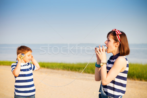 Enfants coup de téléphone étain plage fille téléphone Photo stock © dashapetrenko