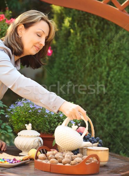 Mulher chá bule jardim ao ar livre flor Foto stock © dashapetrenko
