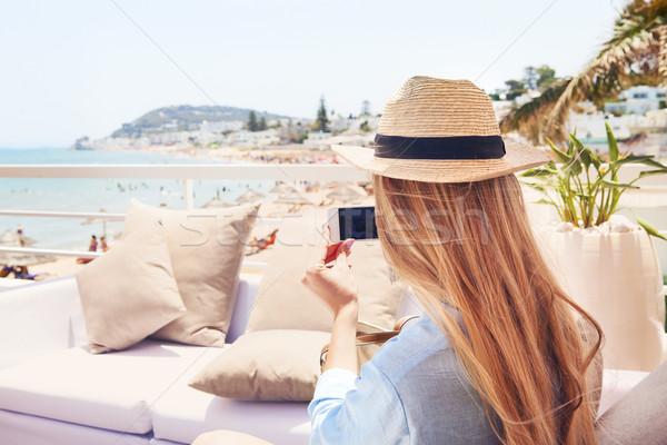 Feliz jovem loiro mulher Foto stock © dashapetrenko
